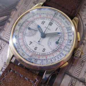 VINTAGE 1950'S 18KT GOLD THREE PUSHER 'SCIENTIFIC DIAL' CHRONOGRAPH
